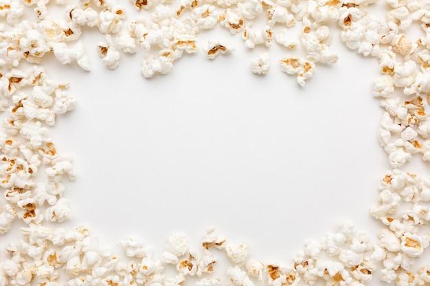 Bovenaanzicht van popcorn frame met kopie ruimte