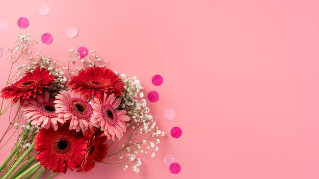 Bovenaanzicht van prachtig bloemenboeket