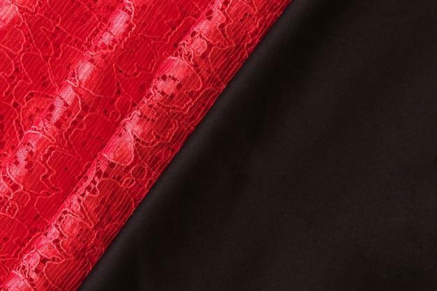 Bovenaanzicht van rode kant en zwarte stof