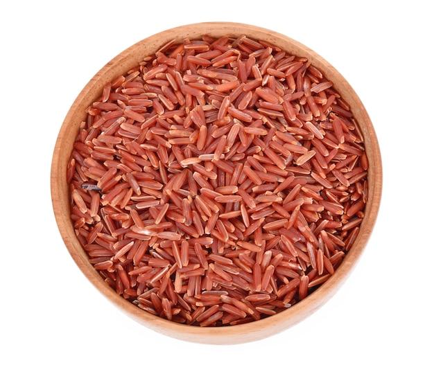 Bovenaanzicht van rode rijst geïsoleerd