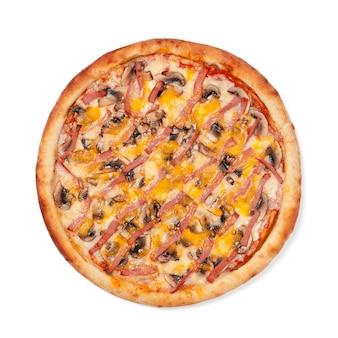 Bovenaanzicht van ronde pizza geïsoleerd op een witte achtergrond
