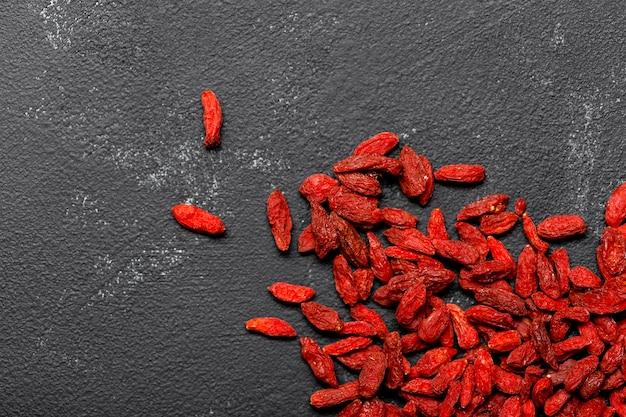 Bovenaanzicht van rood gedroogd fruitconcept