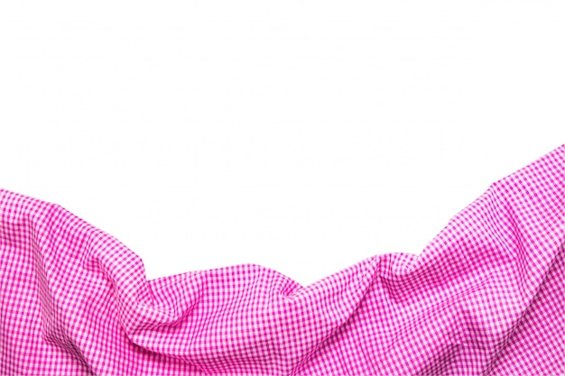 Bovenaanzicht van roze geruit servet geïsoleerd op een witte achtergrond