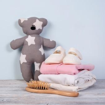 Bovenaanzicht van schattige kleine baby-accessoires