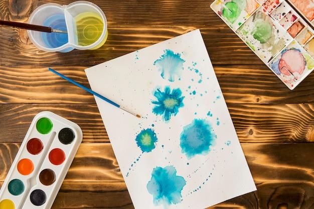 Bovenaanzicht van schilderen met aquarel