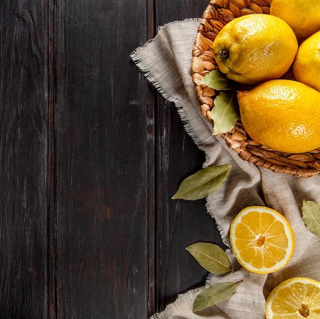 Bovenaanzicht van sinaasappelen met kopie ruimte