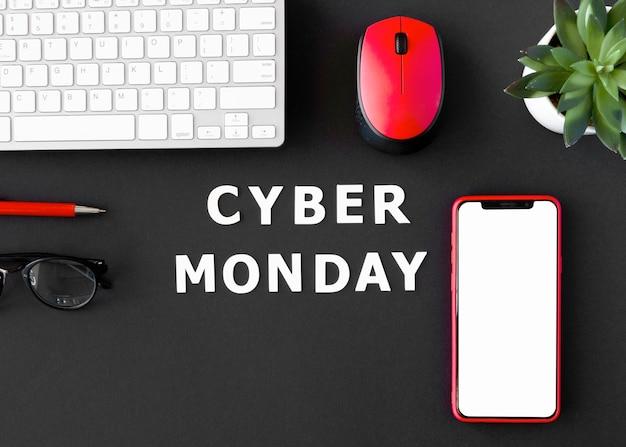 Bovenaanzicht van smartphone met toetsenbord en muis voor cyber maandag