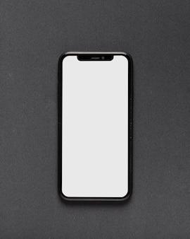 Bovenaanzicht van smartphone op zwarte achtergrond
