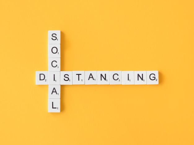 Bovenaanzicht van sociale afstands concept