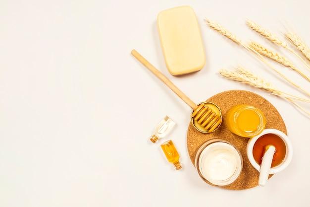 Bovenaanzicht van spa ingrediënt geïsoleerd op een witte ondergrond