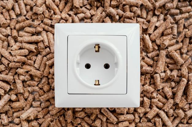 Bovenaanzicht van stopcontact op pellets