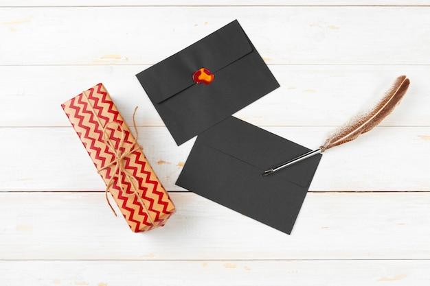 Bovenaanzicht van takenlijst voor nieuwjaar, kerstmis schrijven op houten