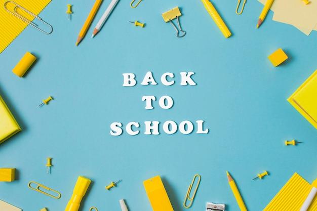 Bovenaanzicht van terug naar school concept