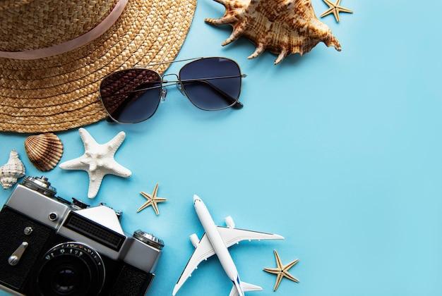 Bovenaanzicht van traveler's accessoires