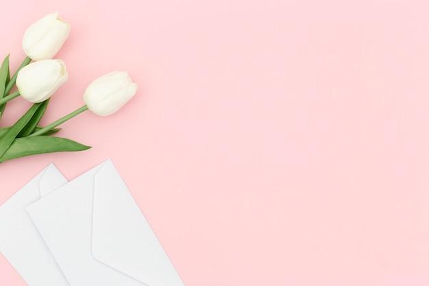 Bovenaanzicht van tulpenboeket met kopie ruimte