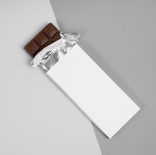 Bovenaanzicht van verpakking van chocoladetabletten