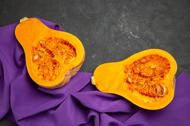Bovenaanzicht van vers rijp pompoen gesneden fruit