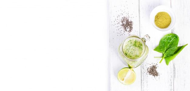 Bovenaanzicht van verse limonade