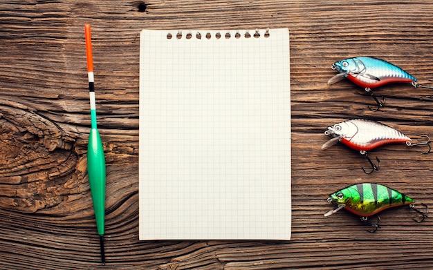 Bovenaanzicht van visaas en notebook