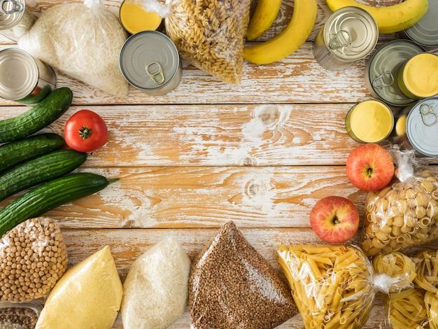 Bovenaanzicht van voedsel voor donatie met kopie ruimte