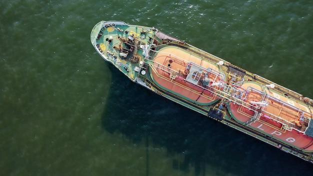 Bovenaanzicht van vrachtschip