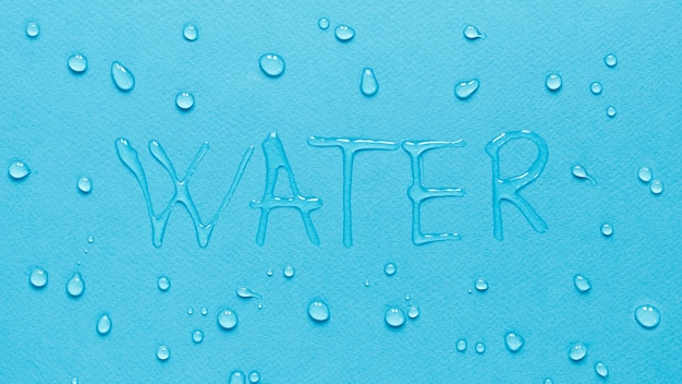 Bovenaanzicht van water met druppels