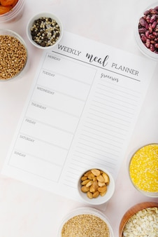 Bovenaanzicht van wekelijkse maaltijdplanner