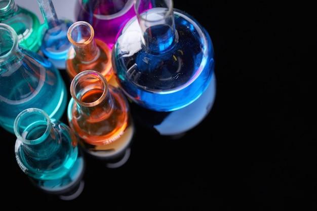 Bovenaanzicht van wetenschappelijke experimenten