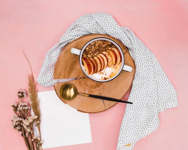 Bovenaanzicht van zoet gezond ontbijt