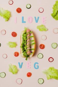 Bovenaanzicht vegetarische hotdog