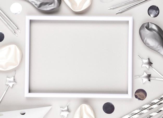 Bovenaanzicht verjaardag versieringen met frame
