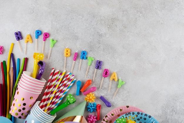 Bovenaanzicht verjaardagsconcept met kaarsen
