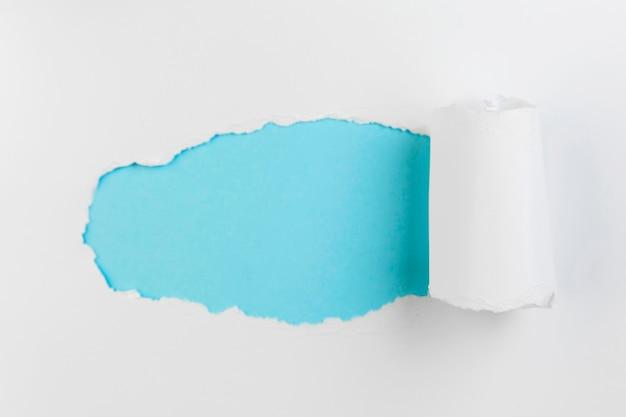 Bovenaanzicht verkruimeld papier