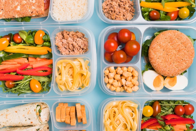 Bovenaanzicht verschillende lunchboxen