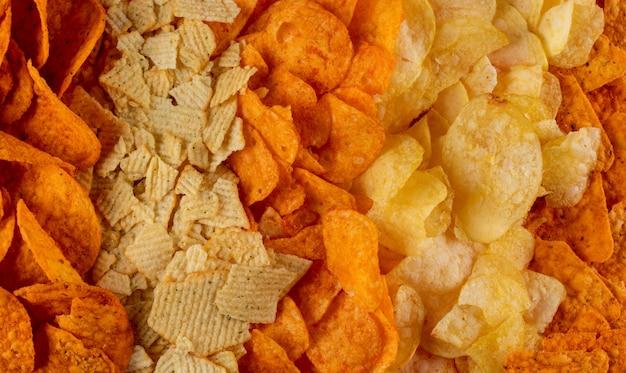 Bovenaanzicht verschillende soort chips horizontale textuur