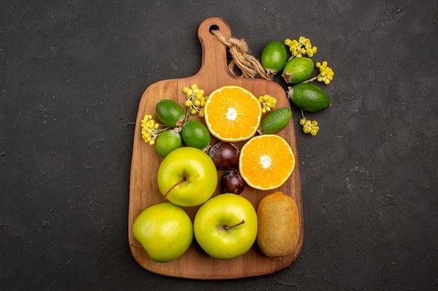 Bovenaanzicht verschillende vruchten samenstelling rijp en zacht fruit op donkere achtergrond fruit rijpe boom verse mellow