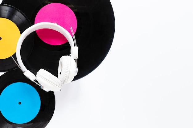 Bovenaanzicht vinyl schijven met kopie ruimte
