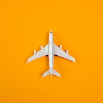 Bovenaanzicht vliegtuig kopie-ruimte