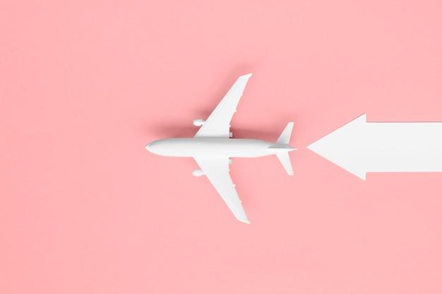 Bovenaanzicht vliegtuig met pijl