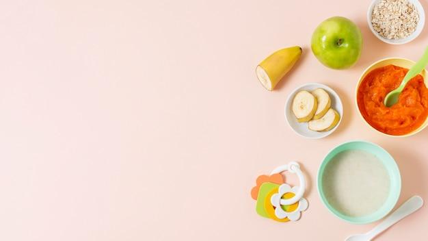 Bovenaanzicht voedsel frame op roze achtergrond