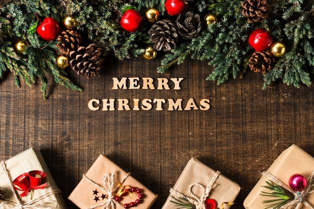 Bovenaanzicht vrolijk kerstfeest belettering