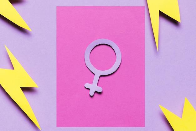 Bovenaanzicht vrouwelijk bord met donder