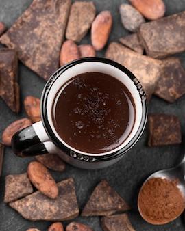 Bovenaanzicht warme chocolademelk drinken