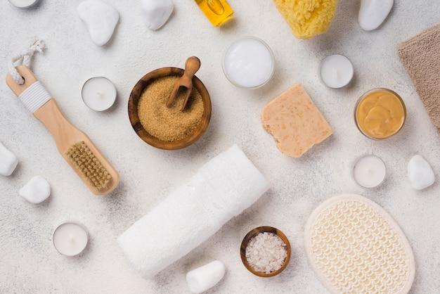 Bovenaanzicht wellness-accessoires op de tafel