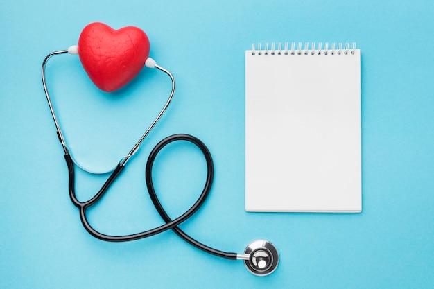 Bovenaanzicht wereld hart dag stethoscoop