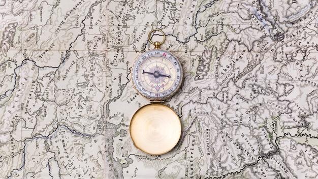 Bovenaanzicht wereldtoerisme dag met kompas