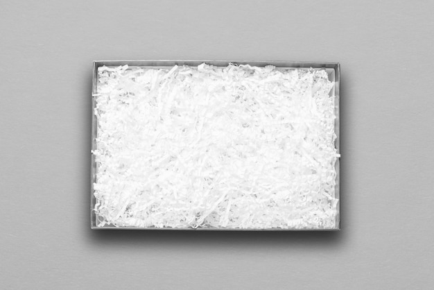 Bovenaanzicht, wit papiervuller in grijze kartonnen doos