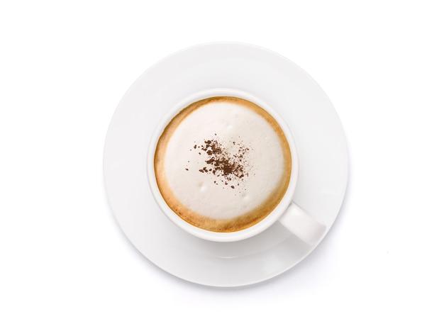 Bovenaanzicht witte kop cappuccino latte-koffie gegarneerd met cacaopoeder