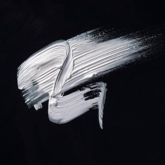 Bovenaanzicht witte romige penseelstreek