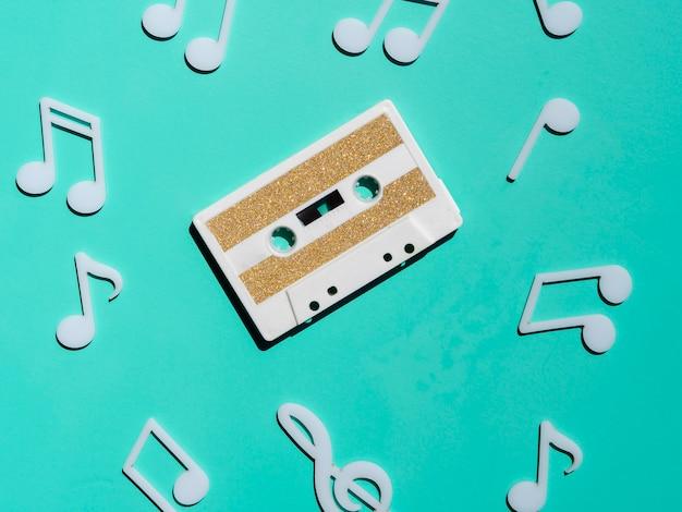Bovenaanzicht witte vintage cassette